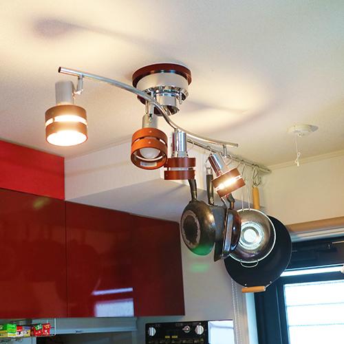 キッチンの天井の出っ張りを利用してフライパン収納にする③