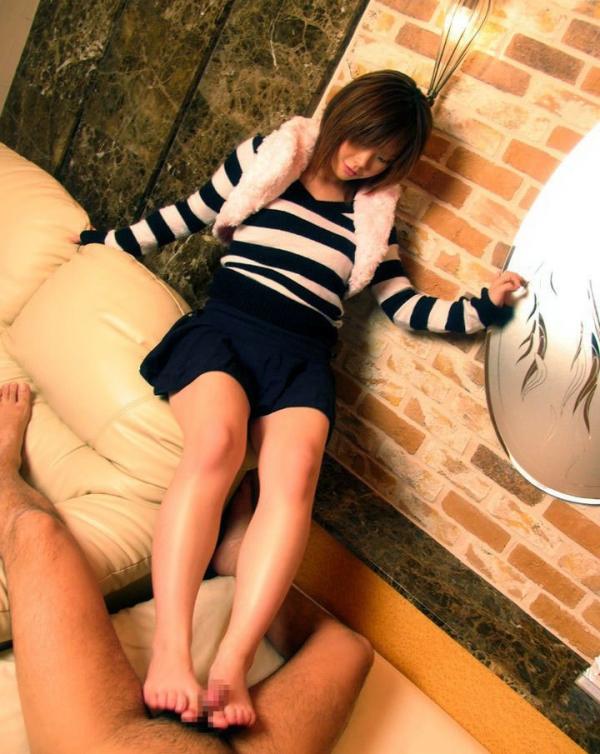 年上お姉さんの足コキ激エロ画像-7