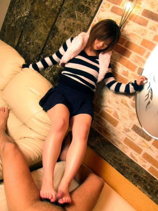 年上お姉さんの足コキ激エロ画像-57