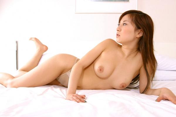 美乳のヌード画像-26