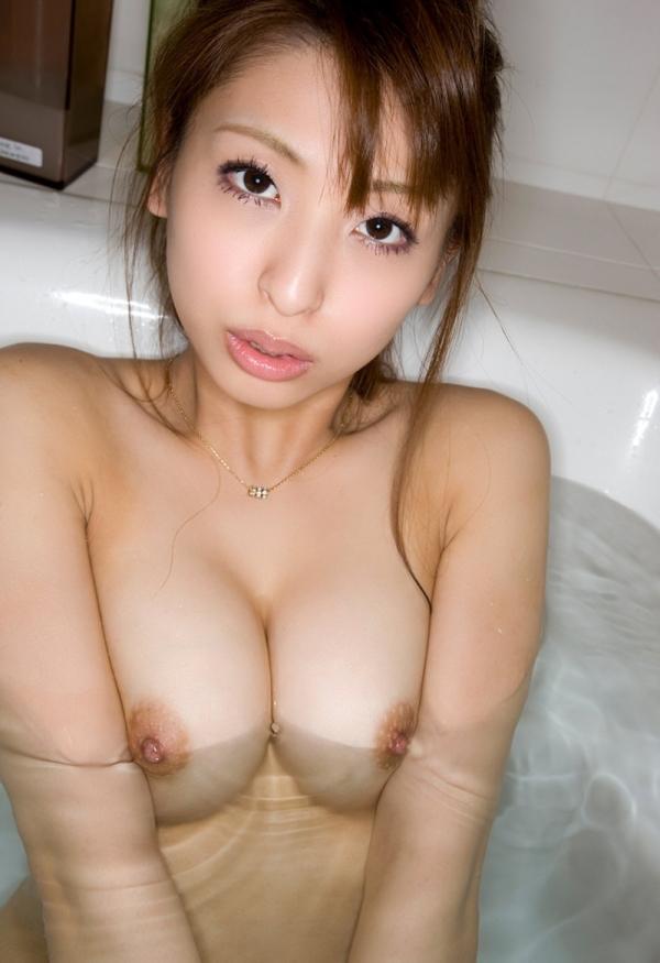 美乳のヌード画像-31
