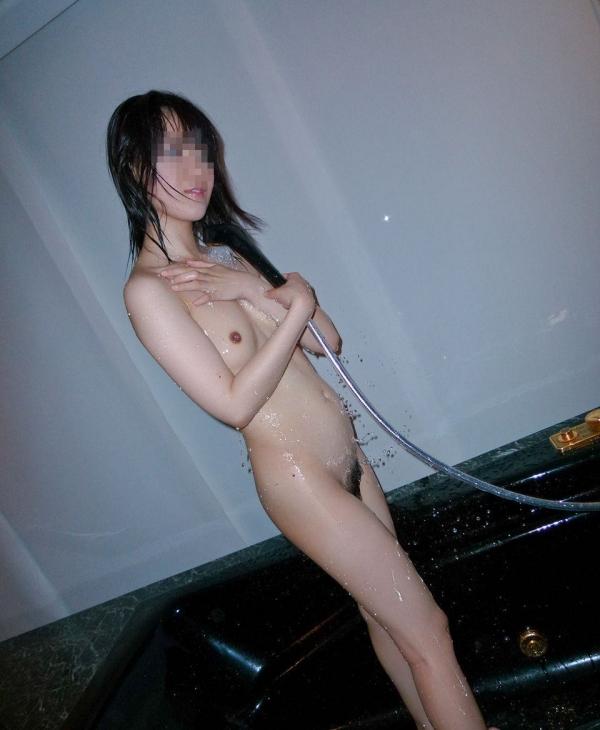 微乳女子の生乳画像-56