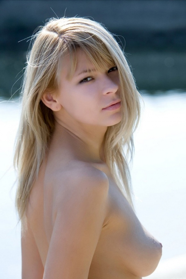ブロンド美女のヌード画像-11