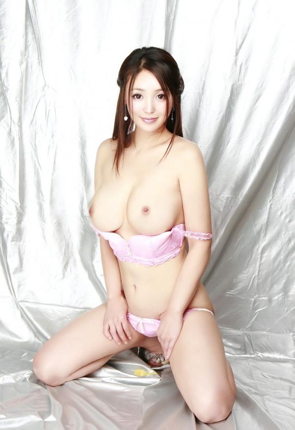 豊胸や整形は当たり前!!韓国美女の巨乳画像50連発