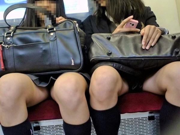 電車内のパンチラ画像-1
