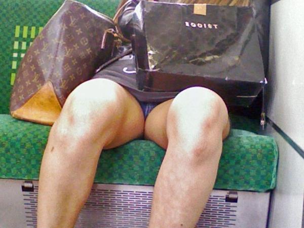電車内のパンチラ画像-7