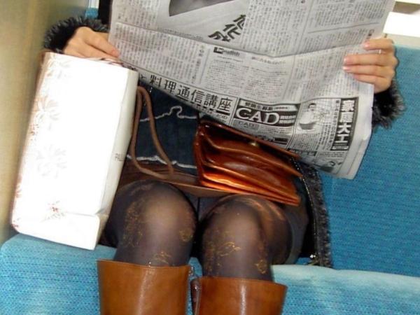 電車内のパンチラ画像-8