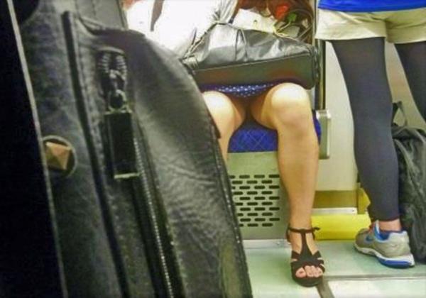 電車内のパンチラ画像-19