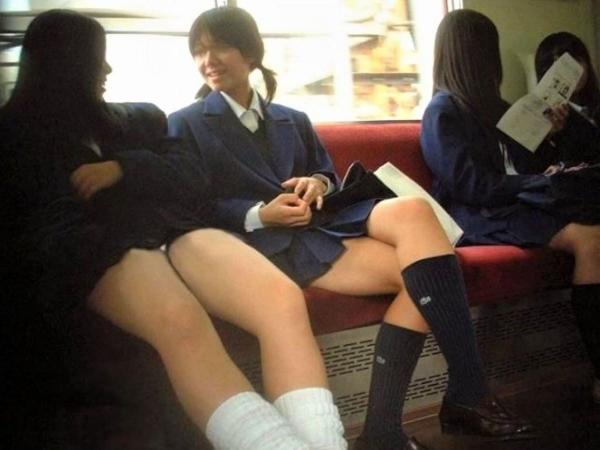 電車内のパンチラ画像-28