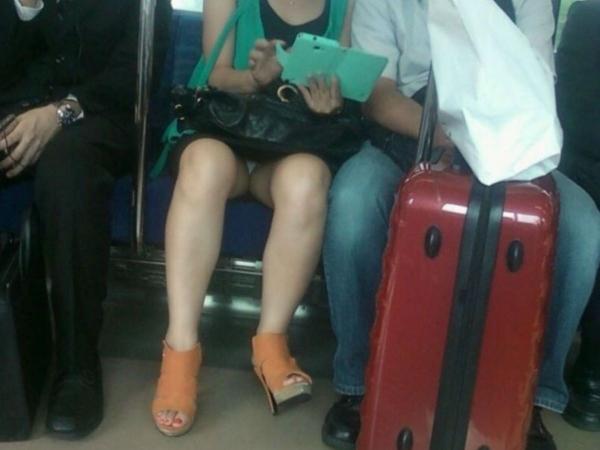 電車内のパンチラ画像-38