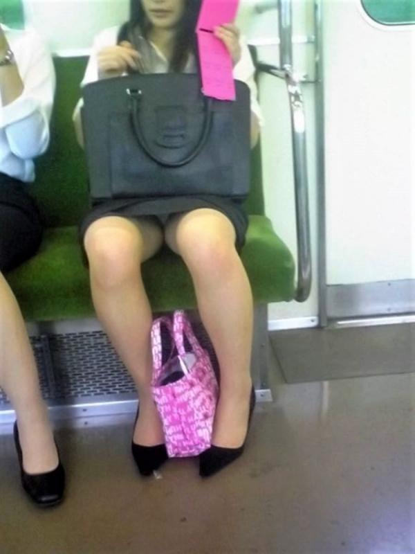 電車内のパンチラ画像-52