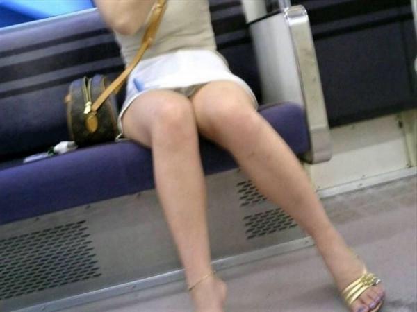 電車内のパンチラ画像-53
