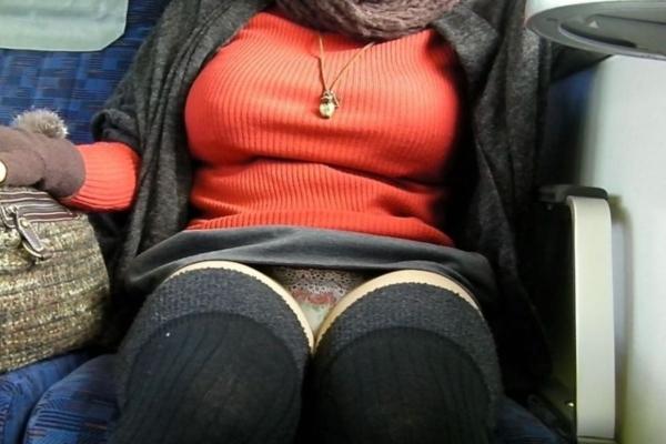 電車内のパンチラ画像-63