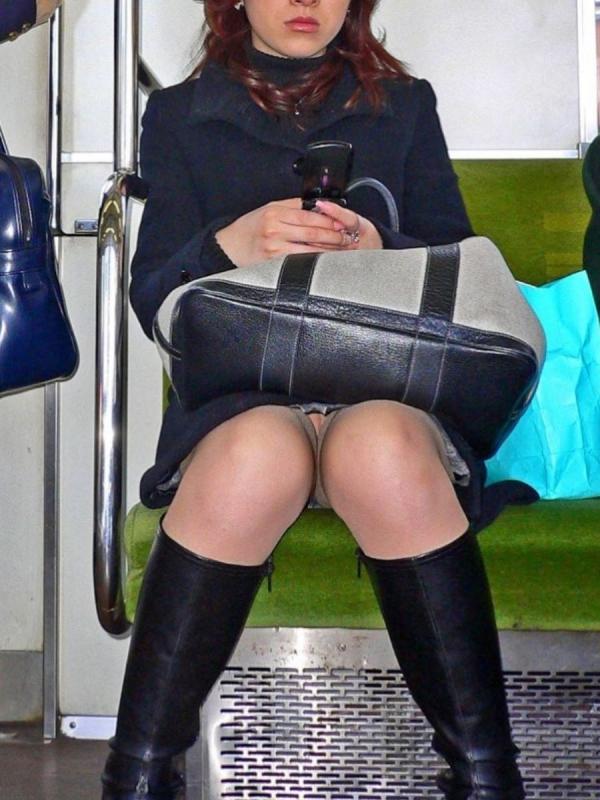電車内のパンチラ画像-65