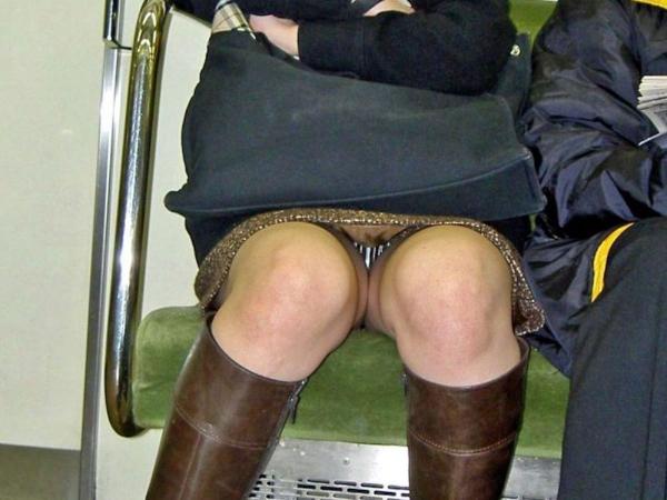 電車内のパンチラ画像-68