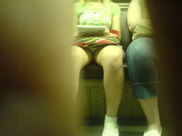 電車内のパンチラ画像-76