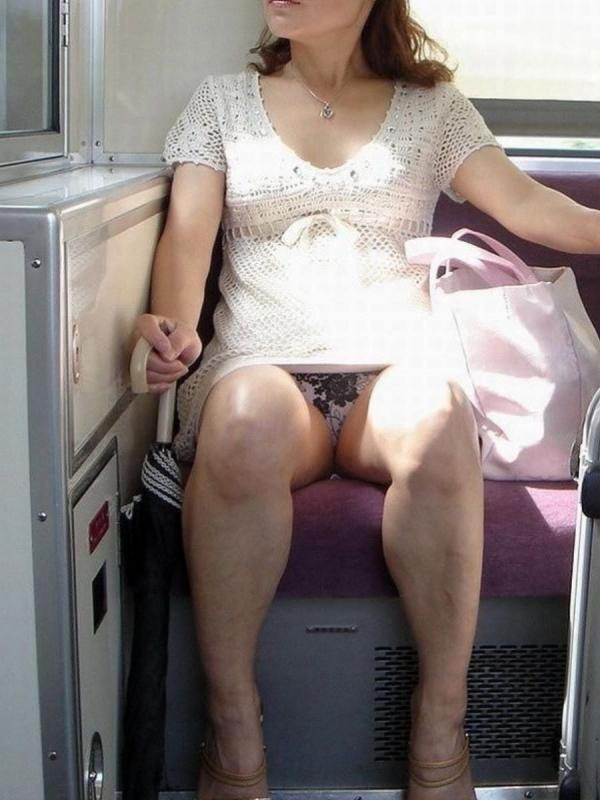 電車内のパンチラ画像-77