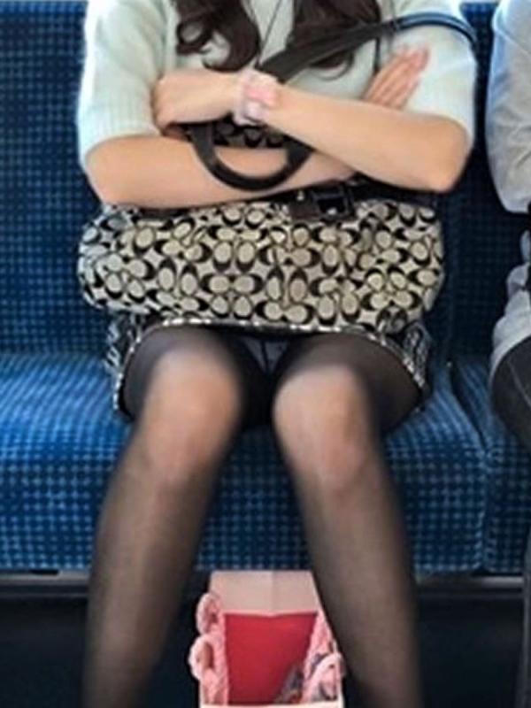 電車内のパンチラ画像-86