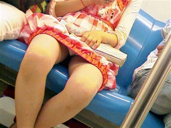 電車内のパンチラ画像-87