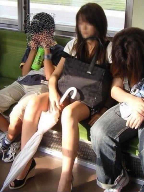 電車内のパンチラ画像-88