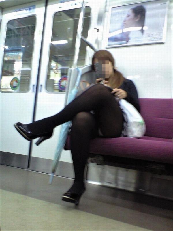 電車内のパンチラ画像-93
