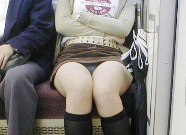 電車内のパンチラ画像-96