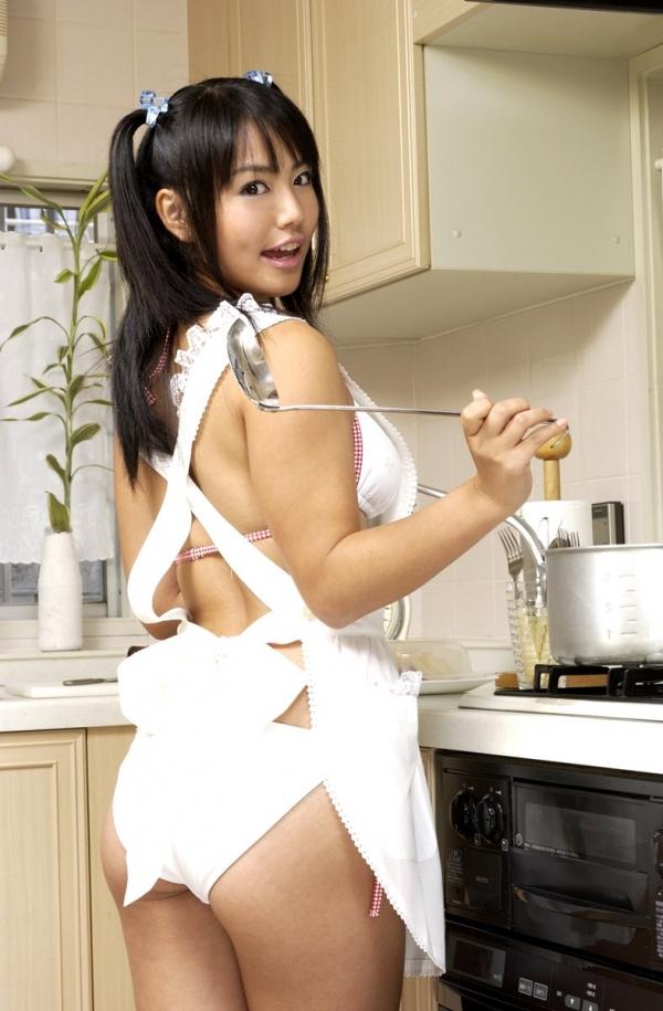 彼女のエプロン裸の画像-9