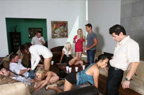外人の乱交パーティー画像-35