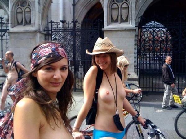 裸で自転車に乗るエロ画像-26