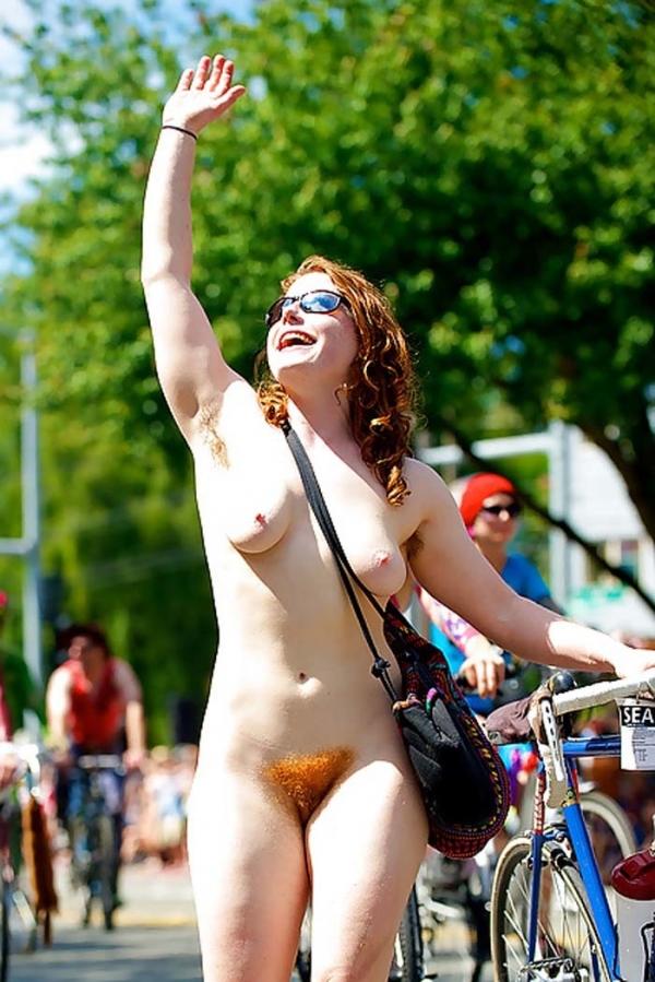 裸で自転車に乗るエロ画像-55