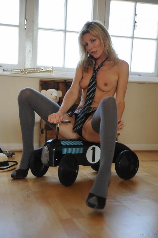 彼女のネクタイ裸画像-34