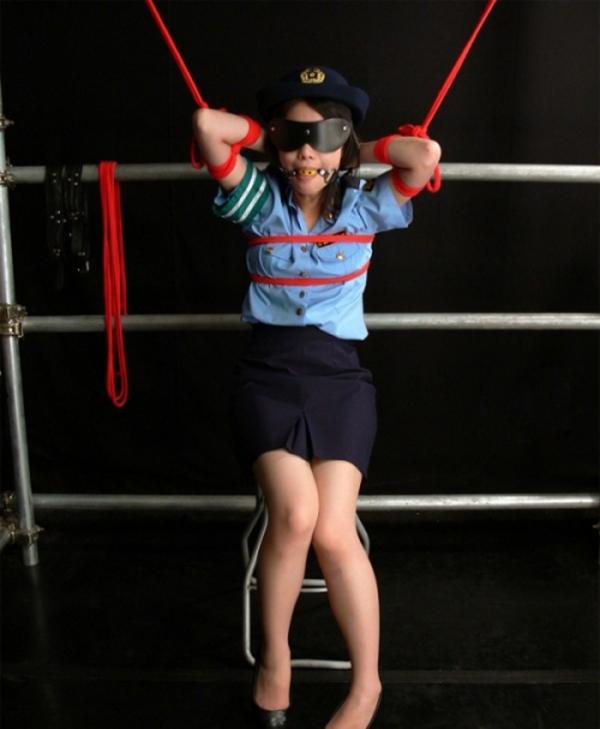 婦人警官のエロ画像-39