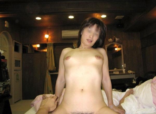 人妻の不倫セックス画像-27