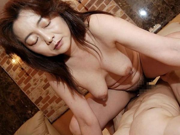 人妻の不倫セックス画像-72