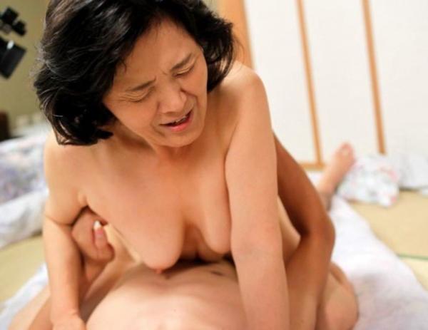 人妻の不倫セックス画像-89