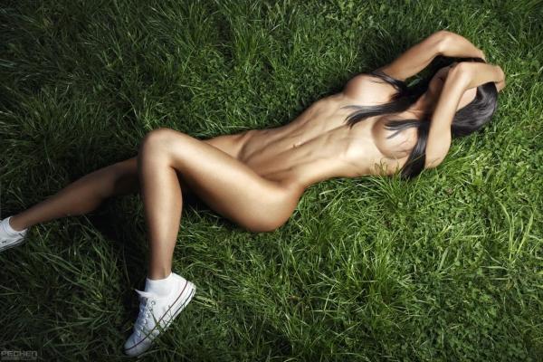 腹筋女子のヌード画像-17