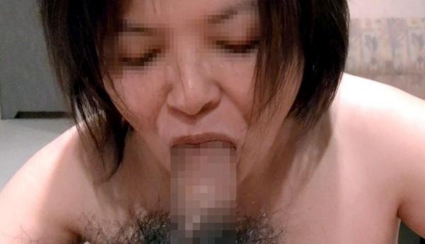 熟女の手コキとフェラチオ画像-16