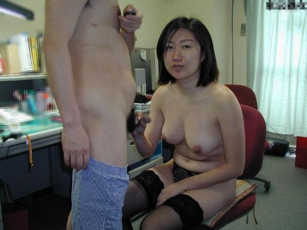 熟女の手コキとフェラチオ画像-61