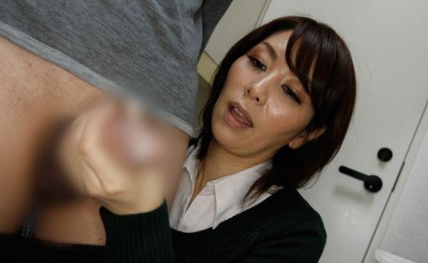 熟女の手コキとフェラチオ画像-62