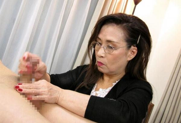 熟女の手コキとフェラチオ画像-98