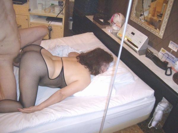 熟女の後背位セックス画像-48