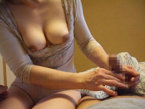 熟女の手コキ画像-23