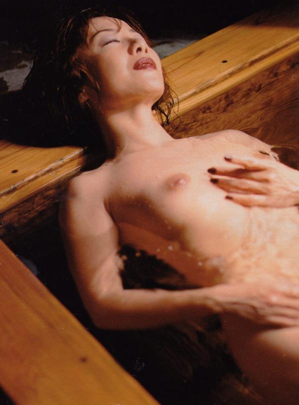 熟女妻のヌード画像-32