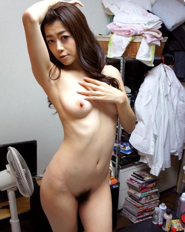 熟女妻のヌード画像-41