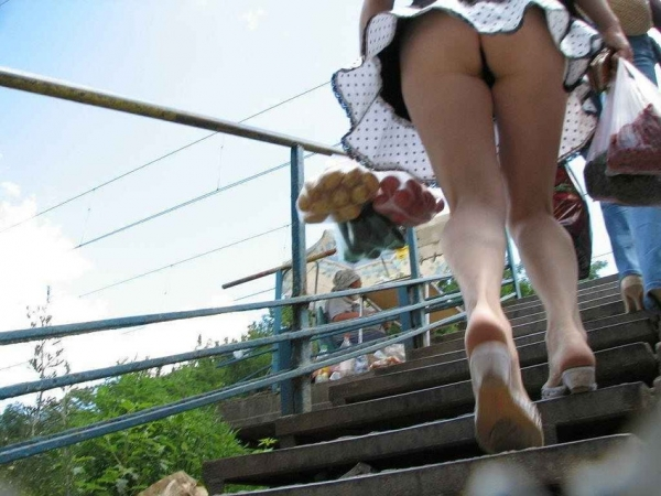階段パンチラの画像-2