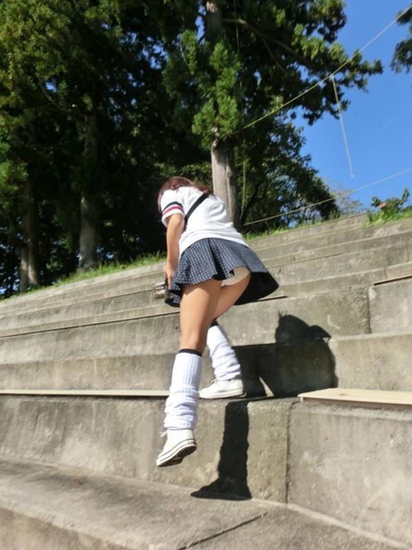 階段パンチラの画像-4