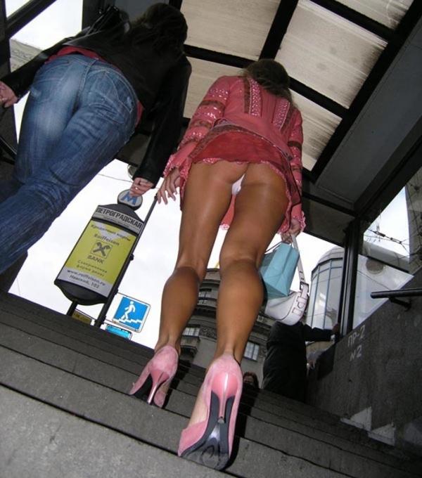 階段パンチラの画像