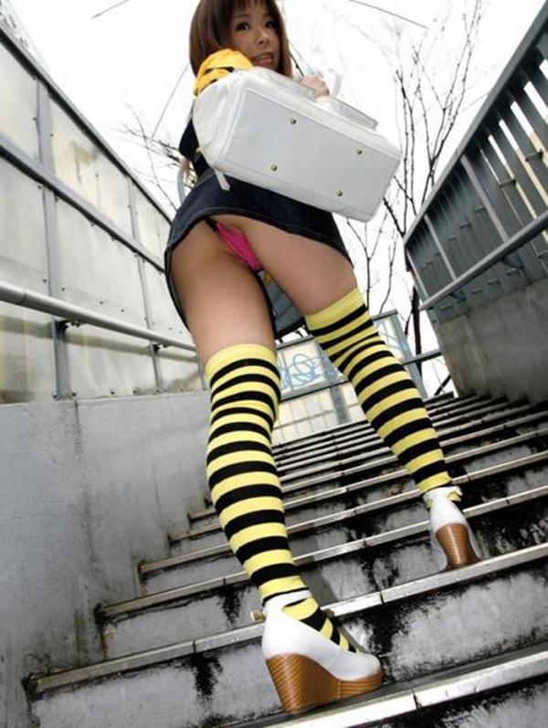階段パンチラの画像-13