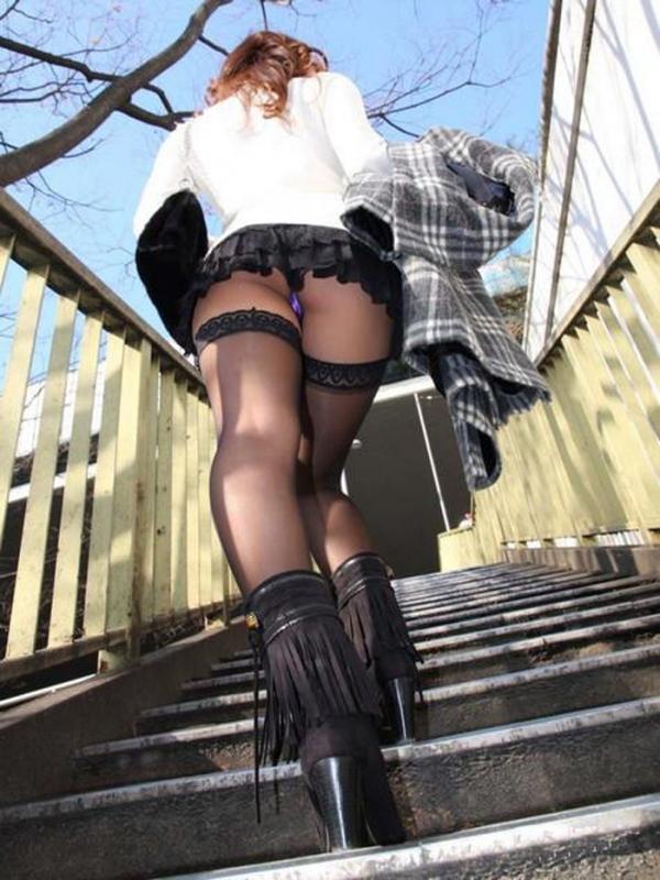 階段パンチラの画像-22