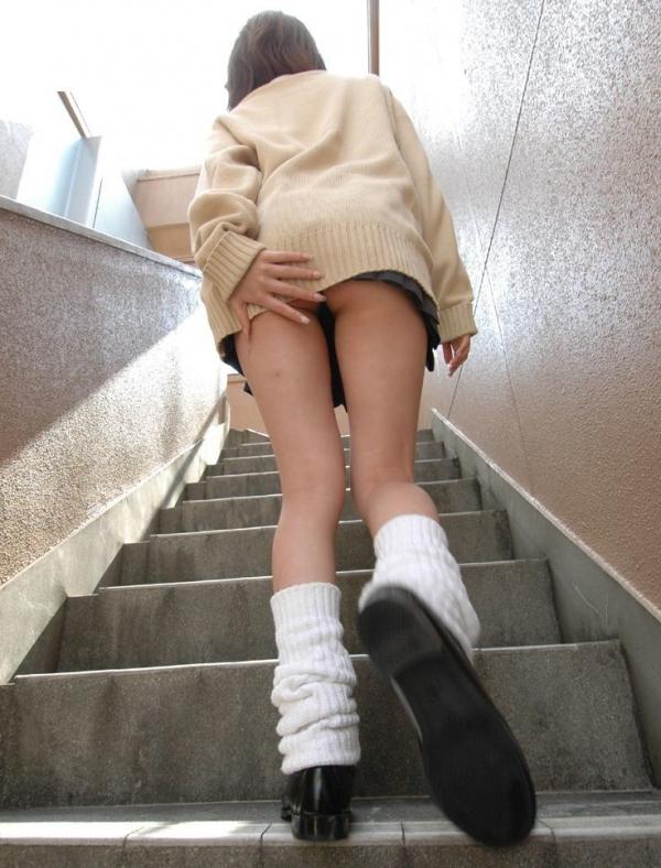 階段パンチラの画像-26